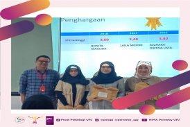 pemberian hadiah IPK tertinggi Azzhara Owena Livia , Laila Midori,Bonita Maulida, 1 agustus 2019